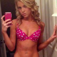 Junge Blondine sehnt sich nach sinnlichem Sexdate