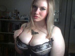 Mollige Frau mit großen Titten sucht Sexdate mit Rollenspiel