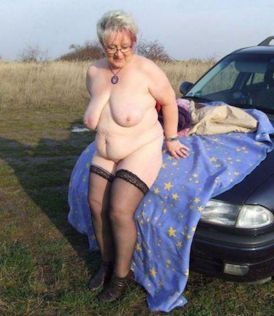 Notgeile Oma möchte dich auf dem Parkplatz vernaschen