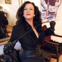 Dominante MILF sucht Sklaven für ein Sexabenteuer in Norderstedt