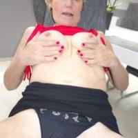 Feuchte Oma ist dauergeil und sucht Sexkontakte