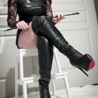 Private Domina (OFI) sucht devoten Sexsklaven