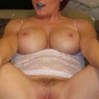Dominante Milf sucht artigen Mann fuer Sex