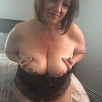 Oma mit dicken Titten möchte gefickt werden