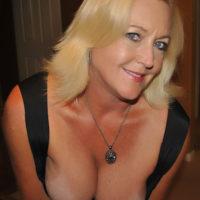 Sexaffäre mit Toyboy von reicher Frau gesucht