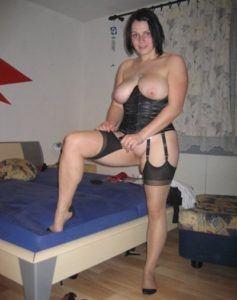 Sexsüchtige Frau bekommt nicht genug von Ficktreffen