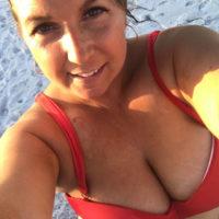 Vollbusige Hausfrau will Mann zum Sex treffen