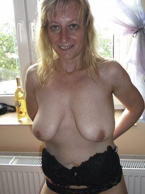 blonde reife Frau möchte Mann für Sex kennenlernen