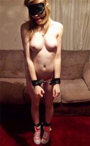 Artige Sexsklavin sucht neuen Meister für BDSM-Spiele