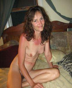 Sexuell gelangweilte Hausfrau sucht ein Fickdate