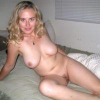 Süße Blondine möchte sich zum Sex treffen